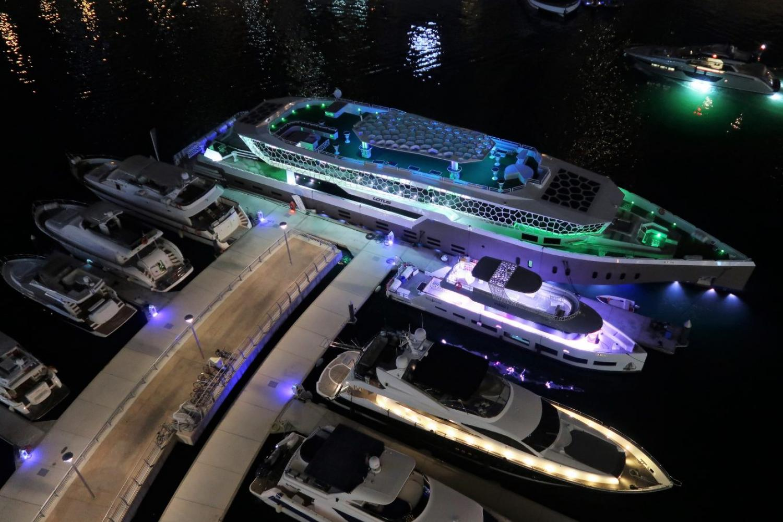 Luxury Yacht Dubai Marina Dinner Cruise