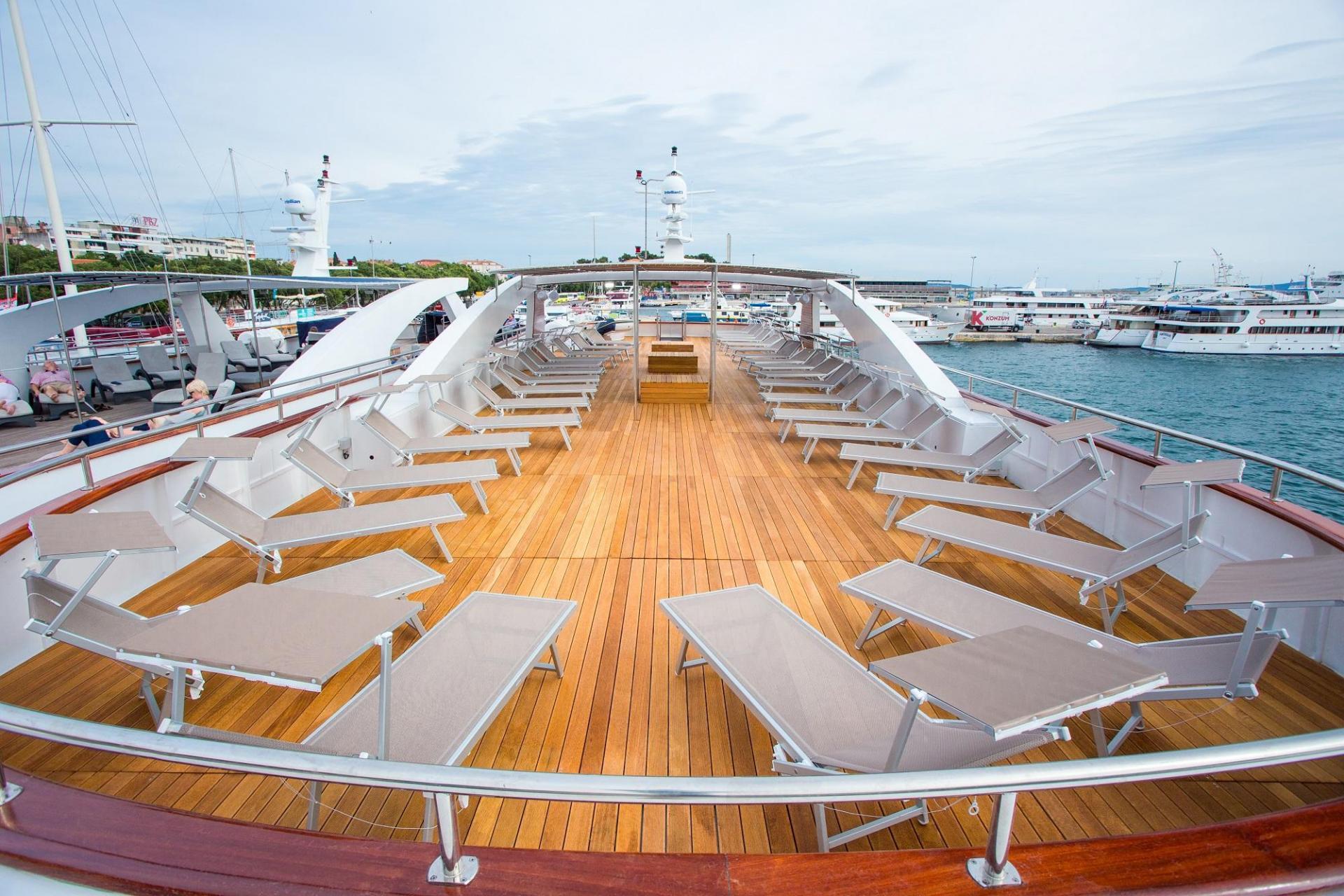 DLX  Ship