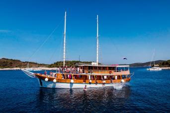 18-39s Vintage Ship Mini-Cruise Split to Dubrovnik on MS Novi Dan or MS Otac Duje 3nts (Saturdays)