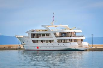 18-39s Deluxe Superior Cruise Split to Split on MS Karizma 7nts (Saturdays)