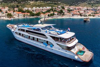Cruise/Tour Combo: Deluxe Cruise Dubrovnik to Split on MS Prestige & Croatia & Italy Tour 11nts