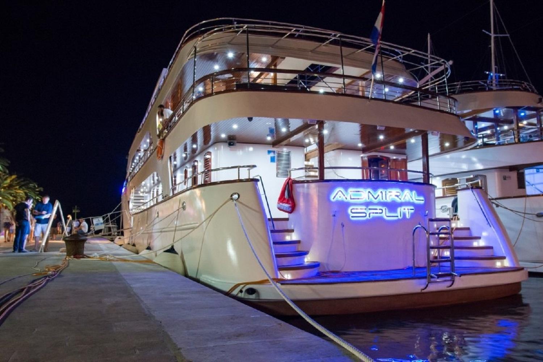 MV Admiral DLX