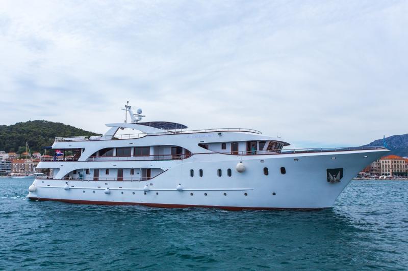 MS Fantazija DLX Ship