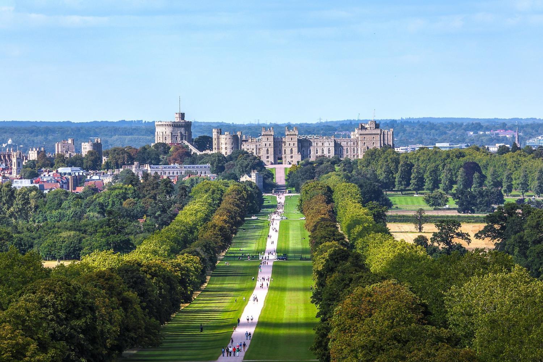 Stonehenge, Windsor Castle, Lacock & Bath Day Trip From London