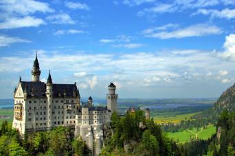 Gray Line Neuschwanstein, Linderhof Royal Castle & Oberammergau Tour From Munich