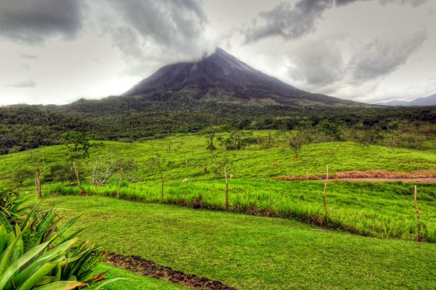 See the incredible Arenal volcano