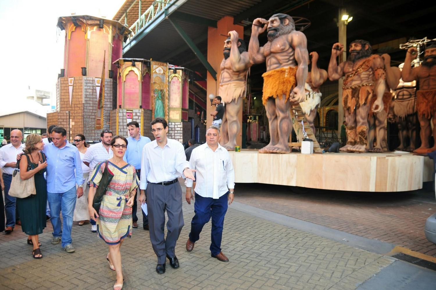 Samba Soul Experience – Visit to Samba School's Warehouse