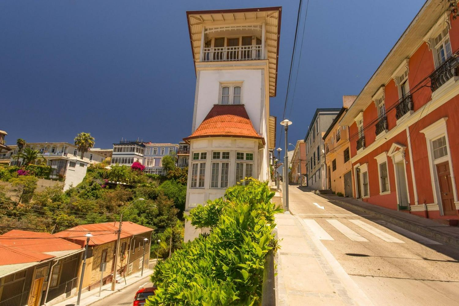 Valparaiso 3 hours walking tour including funiculars and trolley bus rides