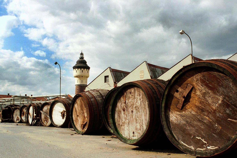 Glass Factory Nizbor & Pilsner Urquell Brewery Combo Tour From Prague