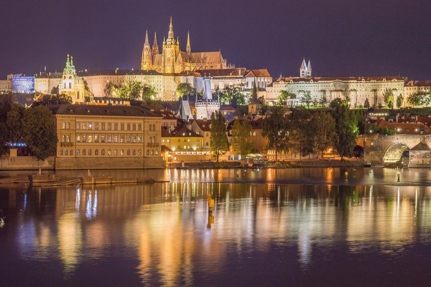 Prague Dinner Cruise - With Hotel Transportation and Guide Service