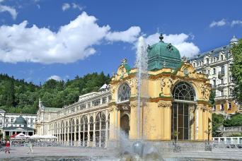 Gray Line Karlovy Vary & Marianske Lazne Tour From Prague