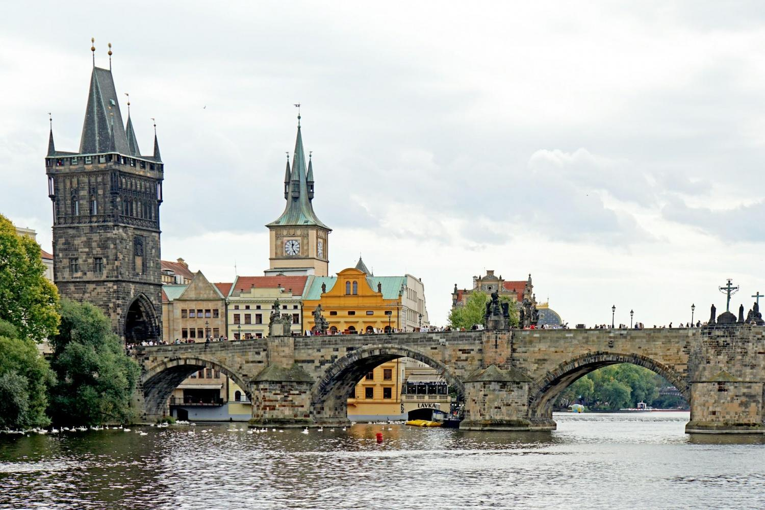 Prague Lunch Cruise On The Vlatva River - With Guide, Buffet & Transportation