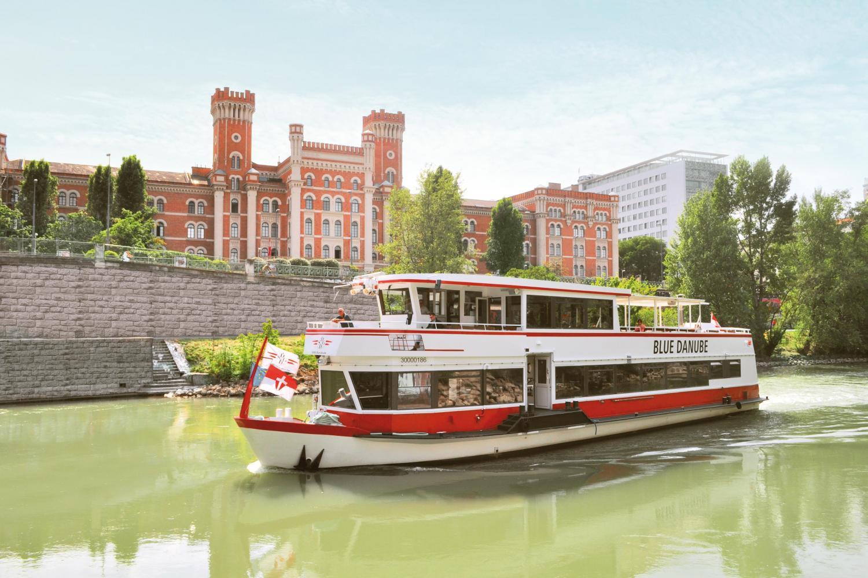 Boat tour through Vienna  (c) DDSG Blue Danube