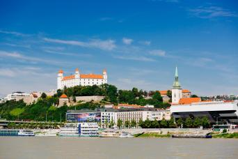 Gray Line Bratislava: Day Trip from Vienna by Bus and Boat