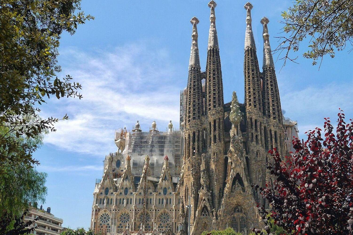 Sagrada Familia & Park Güell Fast Track Guided Tour