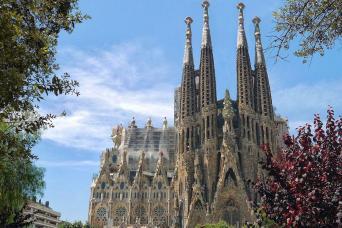 Gray Line Sagrada Familia & Park Güell Fast Track Guided Tour