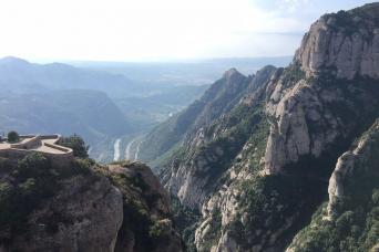 Gray Line Barcelona Highlights & Montserrat Mountain With Cog-Wheel Train