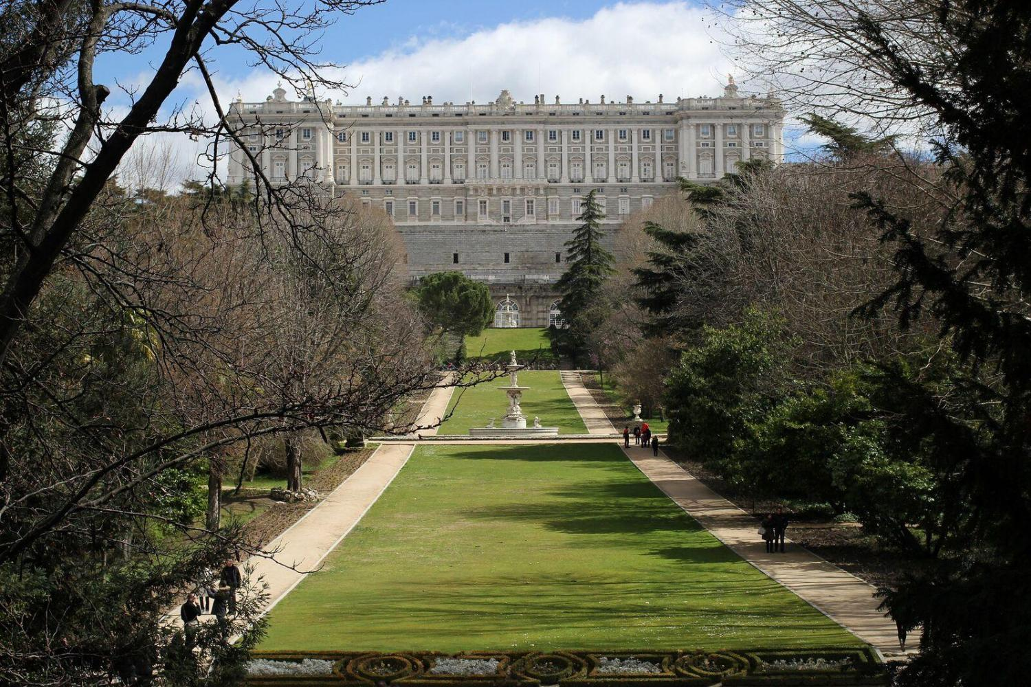 Skip- the-Line Royal Palace & Madrid Highlights Combo