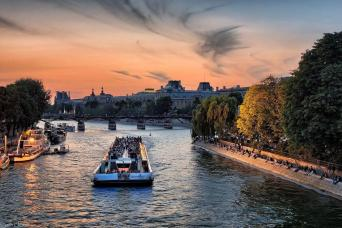 Early Evening - Paris Seine River Dinner Cruise