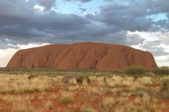Gray Line Experience Uluru, Symbol Of The Outback - One Way From Alice Springs