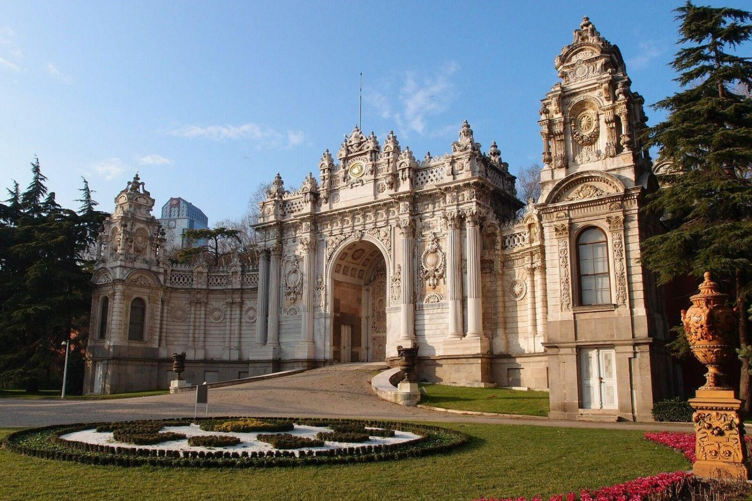 Dolmabahce Palace and Two Continents (Europe to Asia in 2 minutes)
