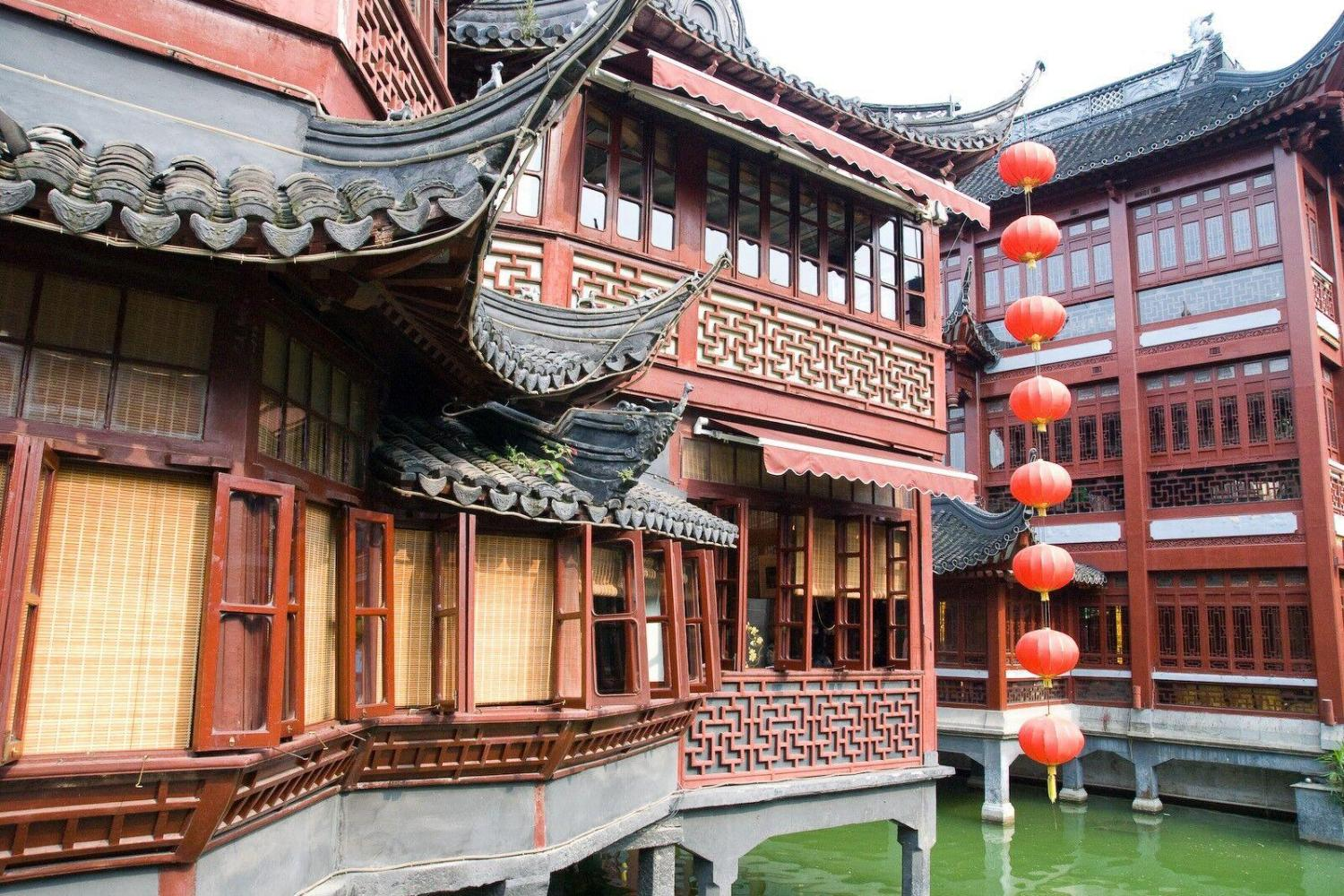 Shanghai Half Day Tour: Yu Yuan Gardens and Bund Waterway (Private)