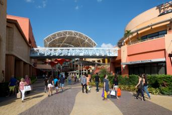 Gray Line Dolphin Mall Shuttle - Miami International Airport and Airport Hotels Loop