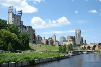 Gray Line Minneapolis Tour & Mississippi River Cruise