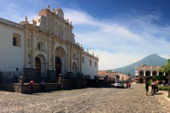 Gray Line Combo Tour: Colonial Antigua Guatemala & Hot Springs
