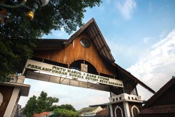 Gray Line Betawi Tour