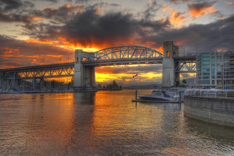 24 Hour Vancouver Hop-On Hop-Off Classic Pass & Evening Tour