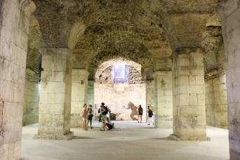 Gray Line Split: Game of Thrones Small group Tour with Diocletian's Cellar