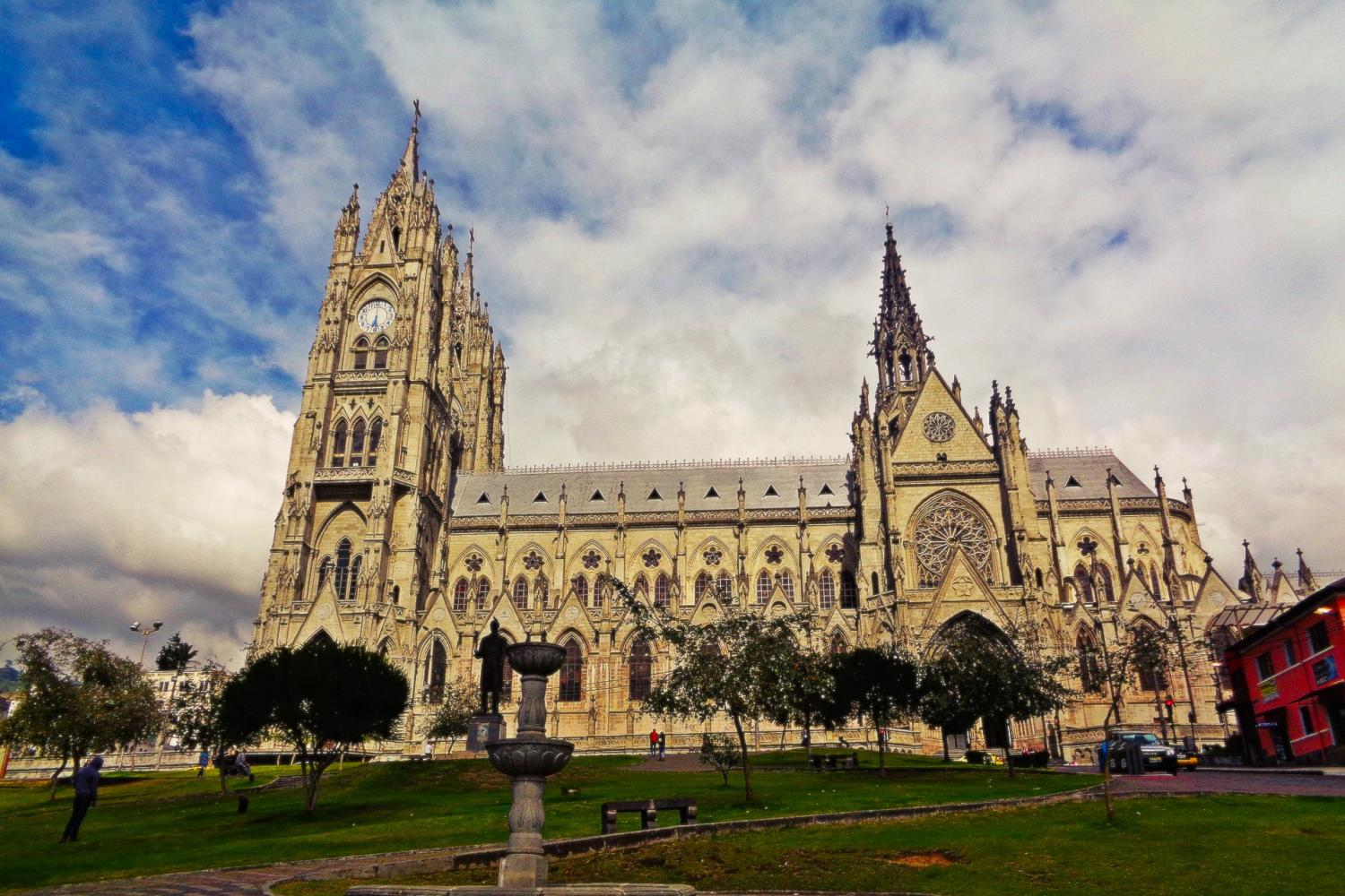 Full-Day in Quito: City Tour in Trolley & the Middle of the World