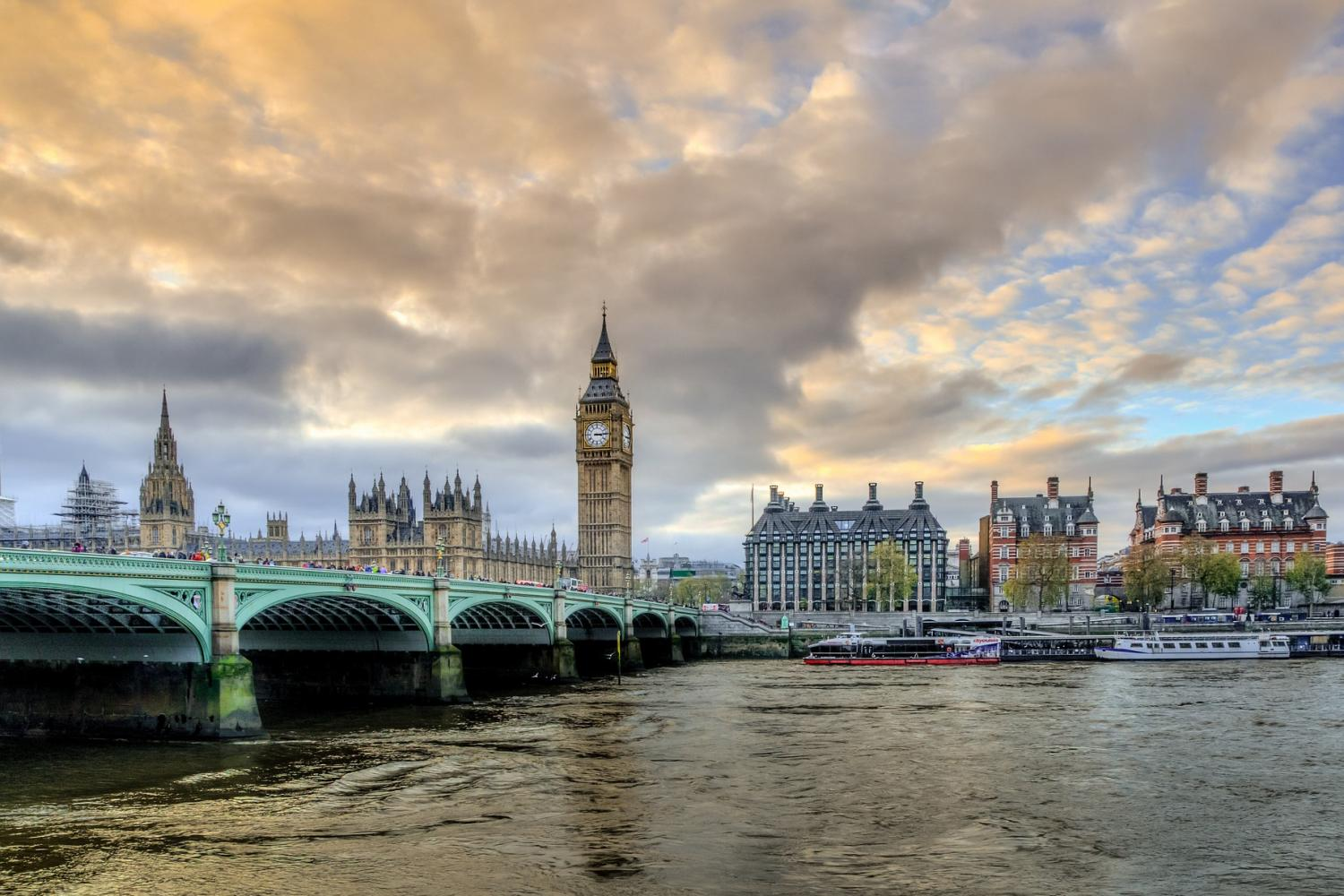 Afternoon Panoramic Bus Tour of London with Tea, Drinks & Treats