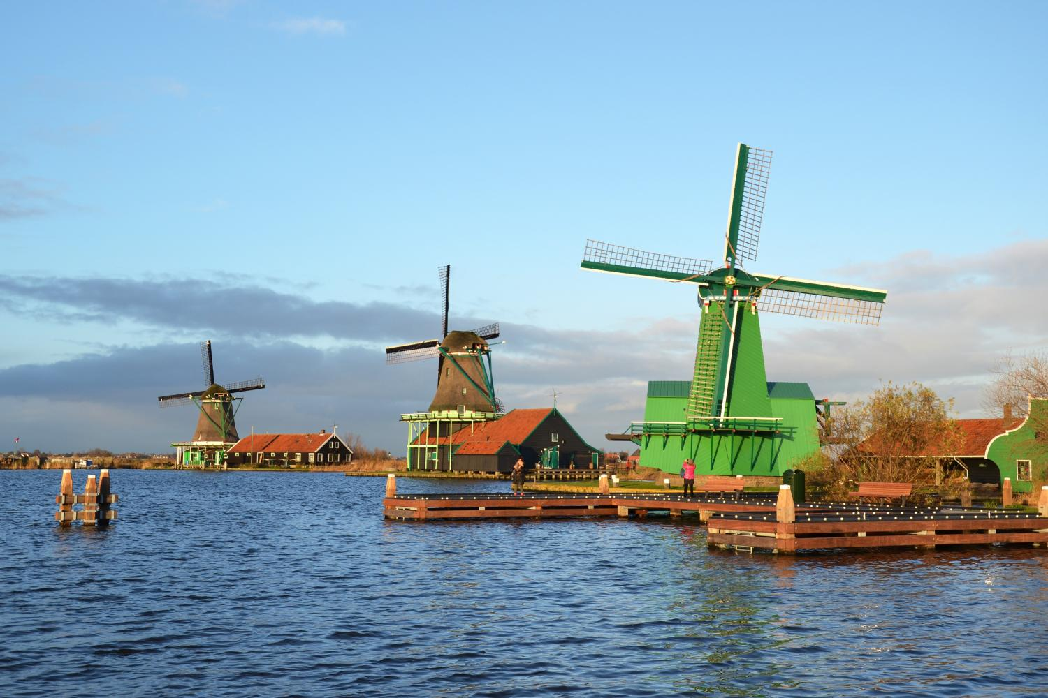 Sightseeing tour and canal cruise to Volendam, Edam and windmills