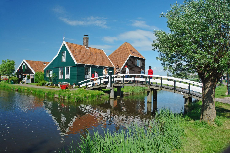 Zaanse Schans and City Canal Cruise