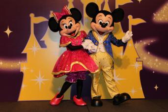 Gray Line Hong Kong Disneyland Magic Tour Package