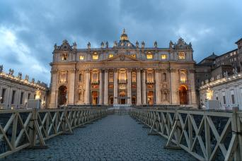 Gray Line Live Tour in Rome: Magic Christmas in the Eternal City - St. Peter Square, Basilica & Nativity Scene