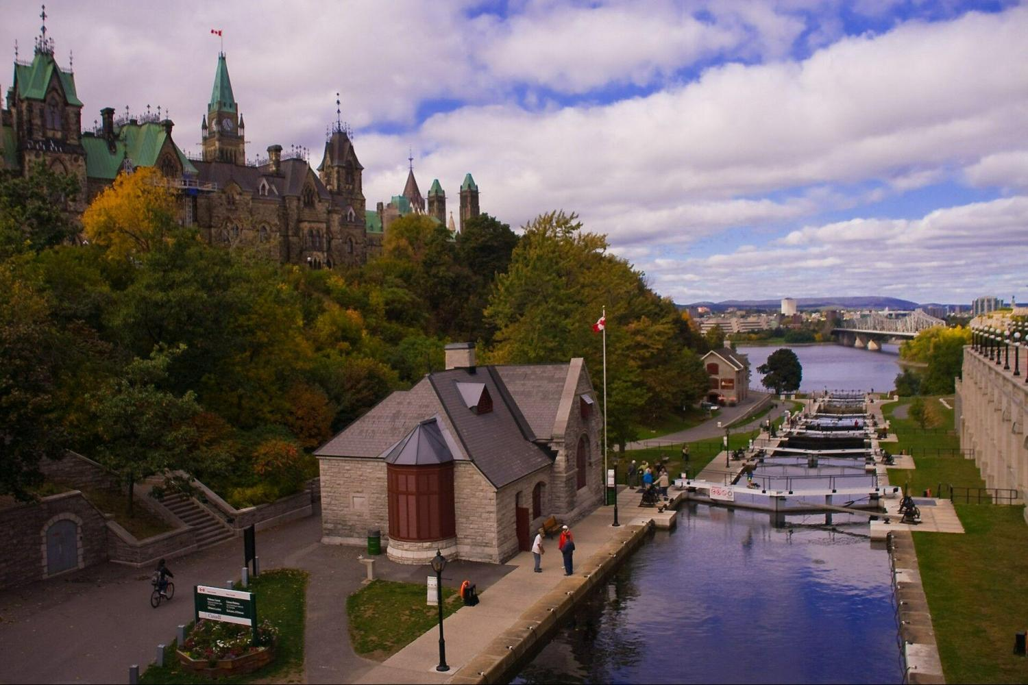 Enjoy Ottawa city landmarks with a river cruise