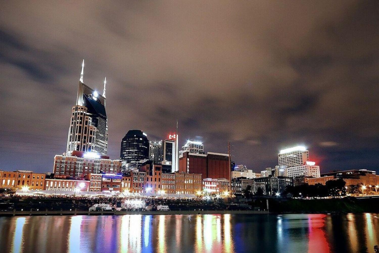 Nashville Nights & Lights Tour With Dinner