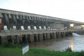 Gray Line Iguazu Falls Tour- Brazil Side and Itaipu Hydroelectric Factory