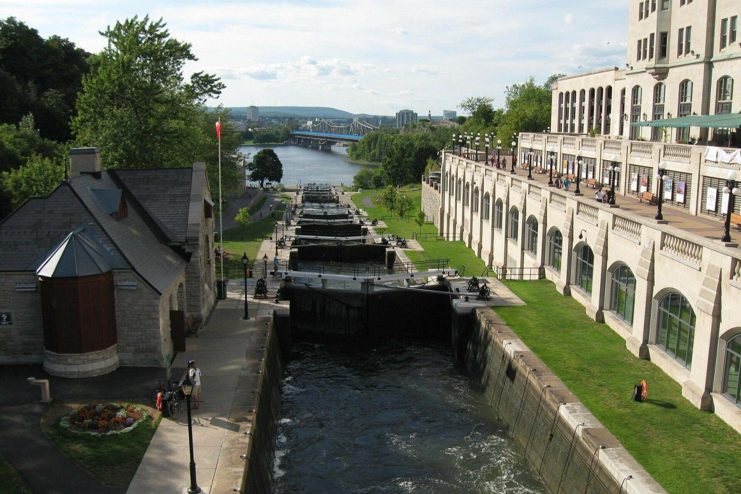 Ottawa 48 Hour Hop-On Hop-Off Tour plus Rideau Canal Cruise