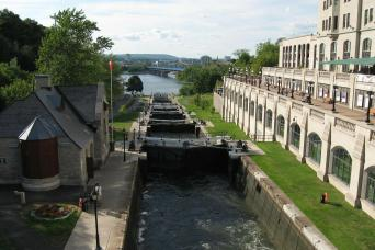 Discover the Capital 2 day Hop-On & Rideau Canal