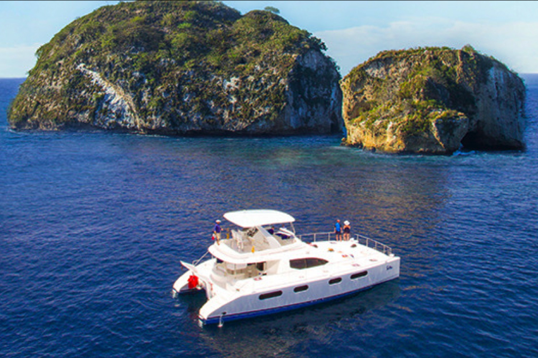 Luxury Yacht & Snorkel