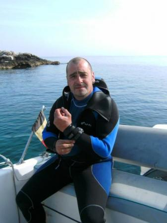 Experienced PADI instructor with international diving experience