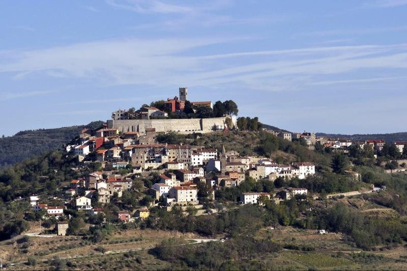Sightseeing tours of the medieval towns of Grožnjan, Motovun and Buzet
