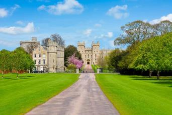 Windsor, Roman Baths and Pump Room, Stonehenge with Free Lunch Pack