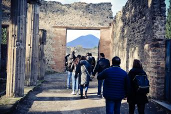 UNESCO JEWELS: Independent Day trip from Rome Pompeii and Its Ruins with Chinese assistant