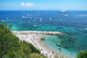Capri Island at your pace from Rome with Chinese assistant