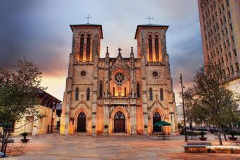 San Antonio: The Grand Historic Tour - Full Day with Lunch Included